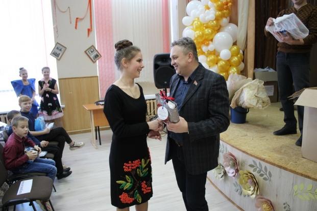 Вручение подарков воспитанникам Новогрудской специальной школе-интернату 15 февраля 2020 года